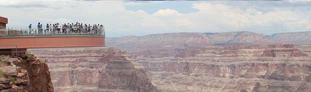 Una vista dello Skywalk sul Grand Canyon.